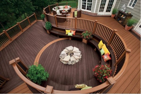 Difference Between Pressure Treated Lumber and Natural Redwood for Deck Designing