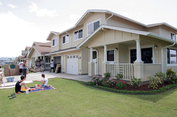 Navy_family_members_relax_on_their_front_lawn_while_movers_deliver_household_goods_to_their_new_home_on_Ford_Island